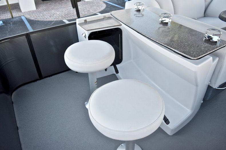 Thumbnail 9 for New 2018 Sweetwater Premium 235 Wet Bar boat for sale in West Palm Beach, FL