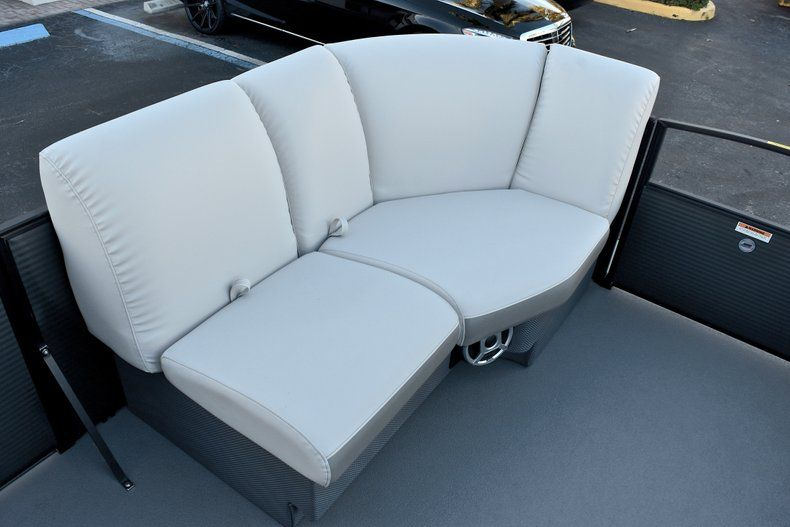 Thumbnail 36 for New 2018 Sweetwater Premium 235 Wet Bar boat for sale in West Palm Beach, FL