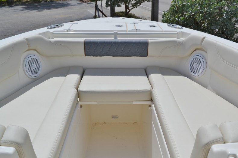 Thumbnail 22 for New 2019 Cobia 280 DC boat for sale in West Palm Beach, FL