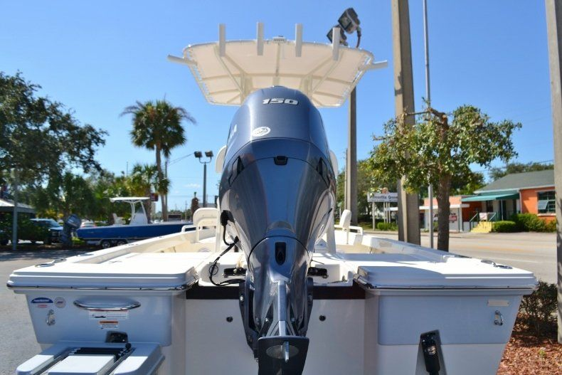 Thumbnail 4 for New 2019 Pathfinder 2200 TRS Bay Boat boat for sale in Vero Beach, FL