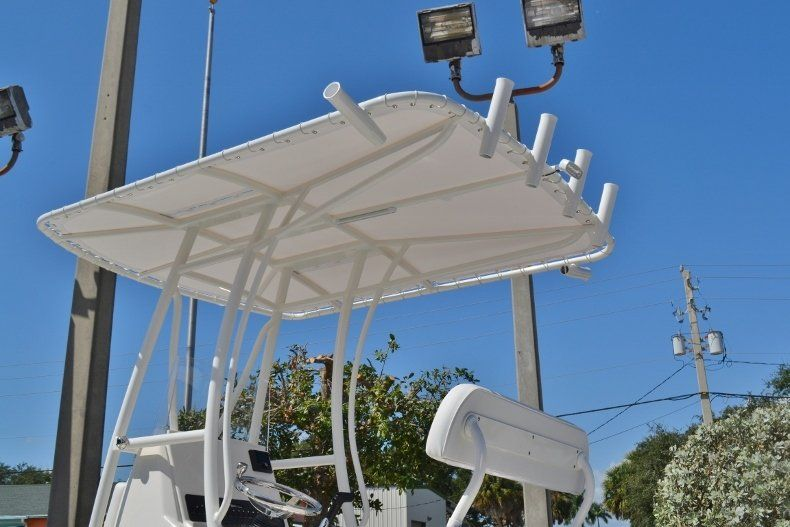 Thumbnail 29 for New 2019 Pathfinder 2200 TRS Bay Boat boat for sale in Vero Beach, FL