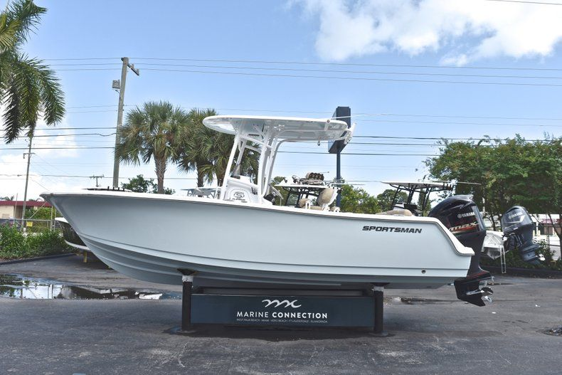 Thumbnail 4 for New 2019 Sportsman Heritage 231 Center Console boat for sale in West Palm Beach, FL