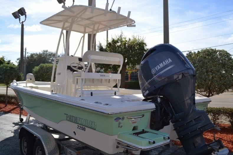 Thumbnail 3 for New 2019 Pathfinder 2200 TRS Bay Boat boat for sale in Vero Beach, FL