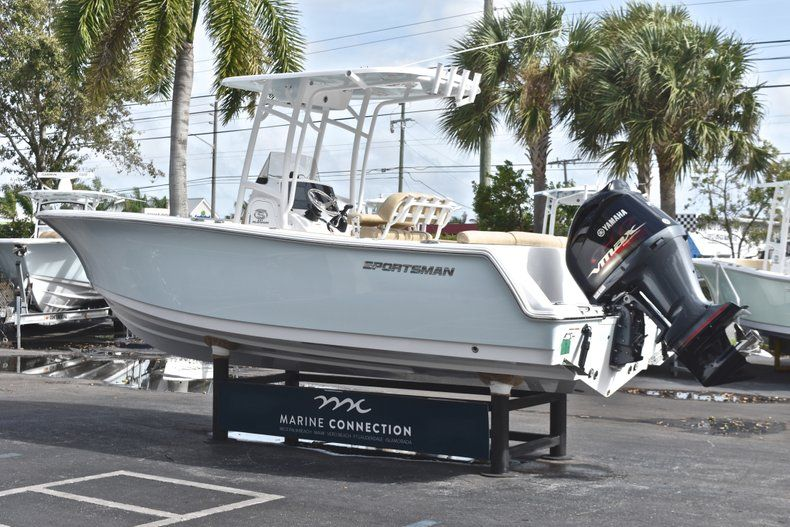 Thumbnail 5 for New 2019 Sportsman Heritage 231 Center Console boat for sale in Fort Lauderdale, FL