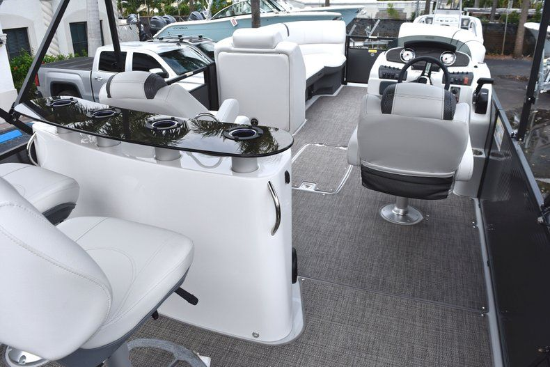 Thumbnail 11 for New 2019 Hurricane FunDeck FD 236 Wet Bar OB boat for sale in West Palm Beach, FL