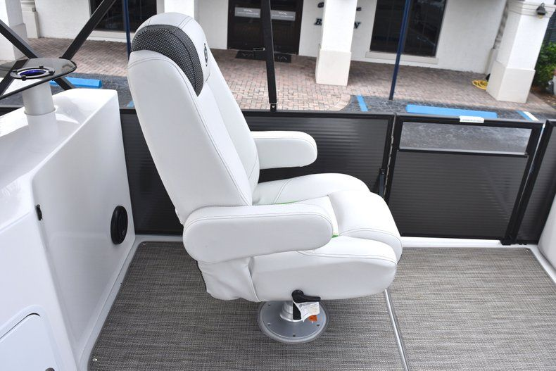 Thumbnail 22 for New 2019 Hurricane FunDeck FD 236 Wet Bar OB boat for sale in West Palm Beach, FL