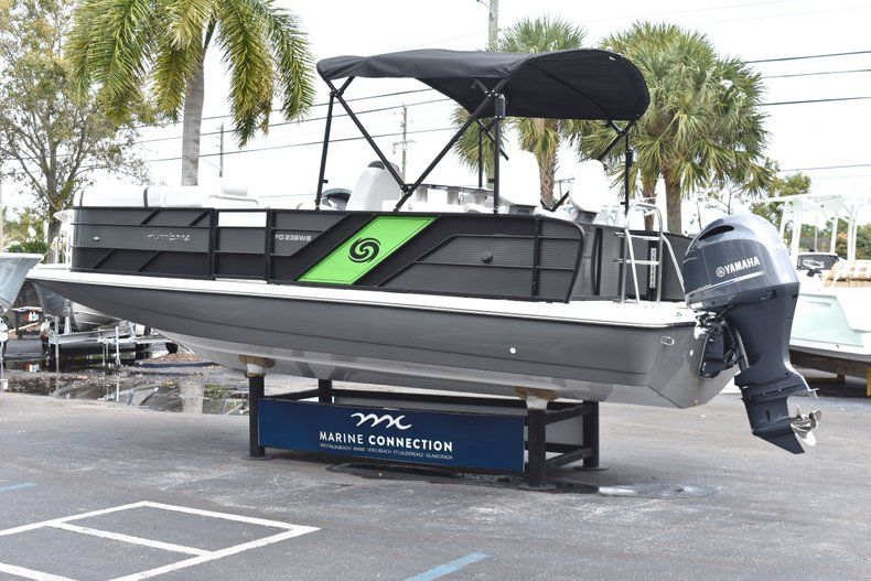 Thumbnail 5 for New 2019 Hurricane FunDeck FD 236 Wet Bar OB boat for sale in West Palm Beach, FL