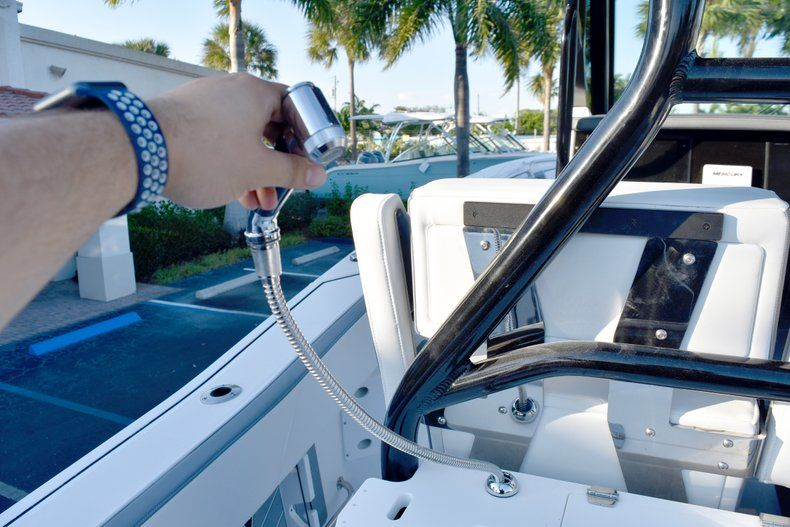 Thumbnail 29 for New 2019 Blackfin 272CC Center Console boat for sale in West Palm Beach, FL