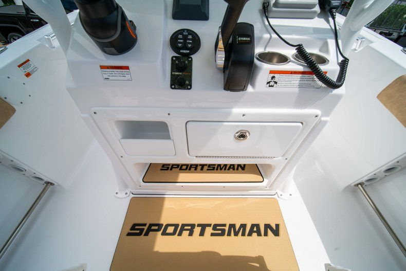 Thumbnail 25 for New 2019 Sportsman Heritage 211 Center Console boat for sale in Miami, FL