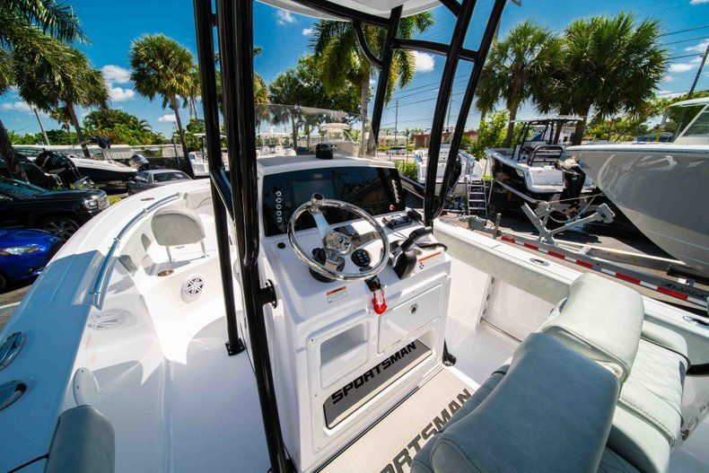 Thumbnail 16 for New 2019 Sportsman Open 212 Center Console boat for sale in West Palm Beach, FL