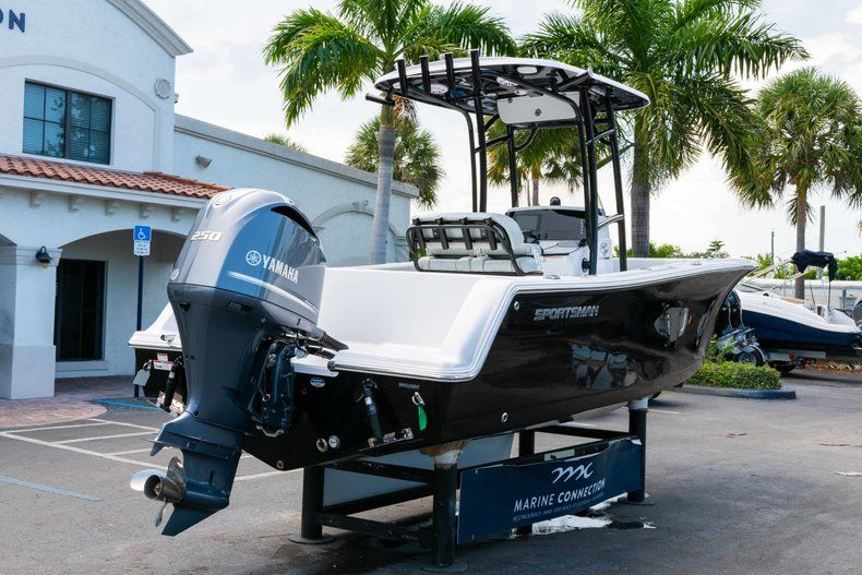 Thumbnail 6 for New 2019 Sportsman Heritage 231 Center Console boat for sale in Fort Lauderdale, FL