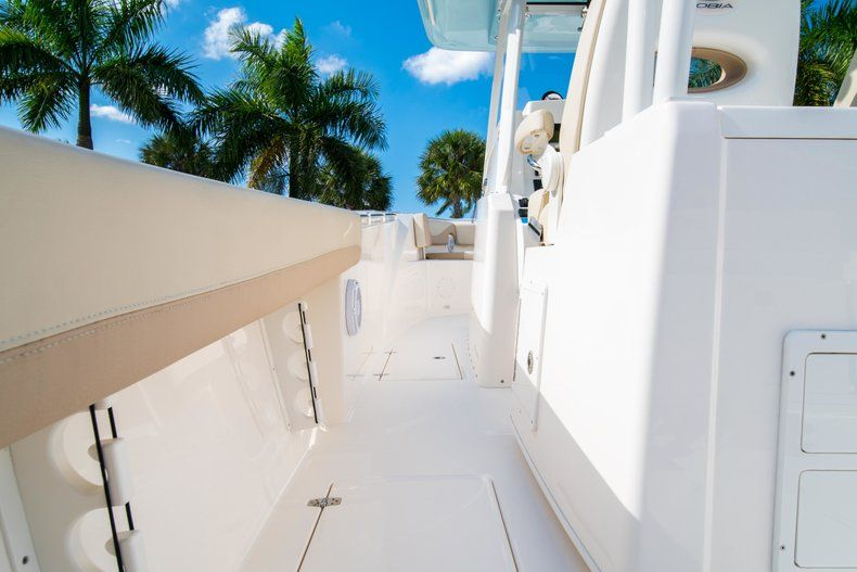 Thumbnail 21 for New 2019 Cobia 320 Center Console boat for sale in Islamorada, FL