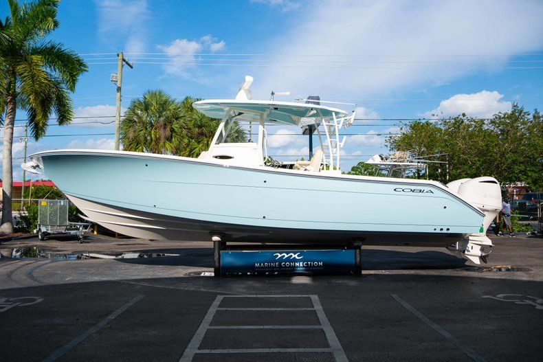 Thumbnail 4 for New 2019 Cobia 320 Center Console boat for sale in Islamorada, FL