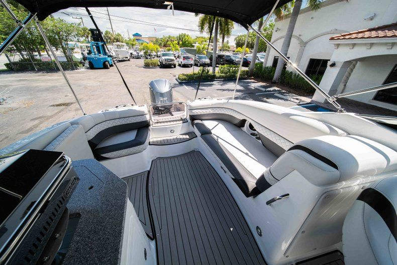 Thumbnail 10 for New 2019 Hurricane SD 2690 OB boat for sale in Vero Beach, FL