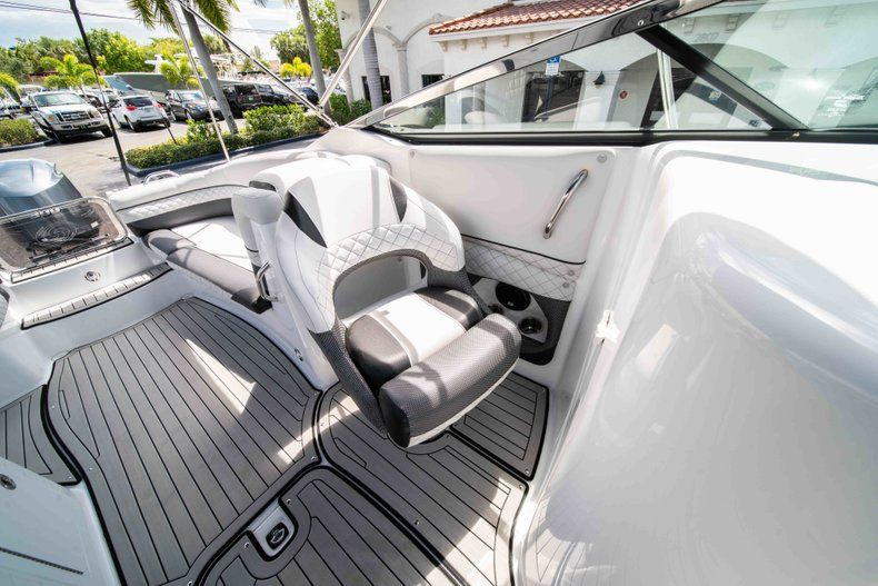 Thumbnail 29 for New 2019 Hurricane SD 2690 OB boat for sale in Vero Beach, FL
