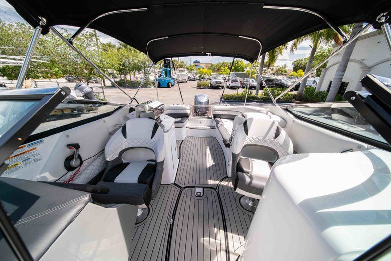 Thumbnail 31 for New 2019 Hurricane SD 2690 OB boat for sale in Vero Beach, FL