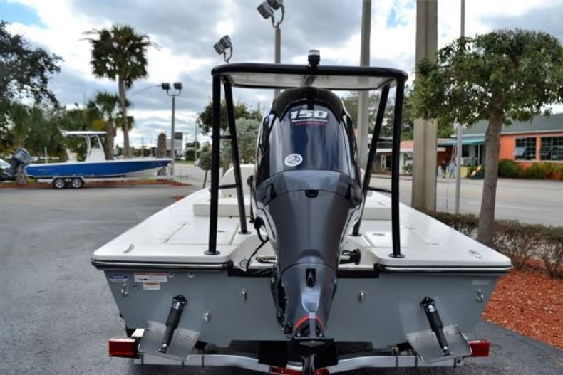 Thumbnail 4 for New 2019 Hewes Redfisher 18 boat for sale in Vero Beach, FL