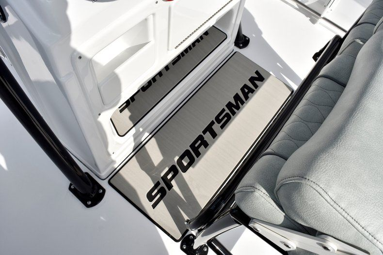 Thumbnail 49 for New 2019 Sportsman Open 232 Center Console boat for sale in Fort Lauderdale, FL