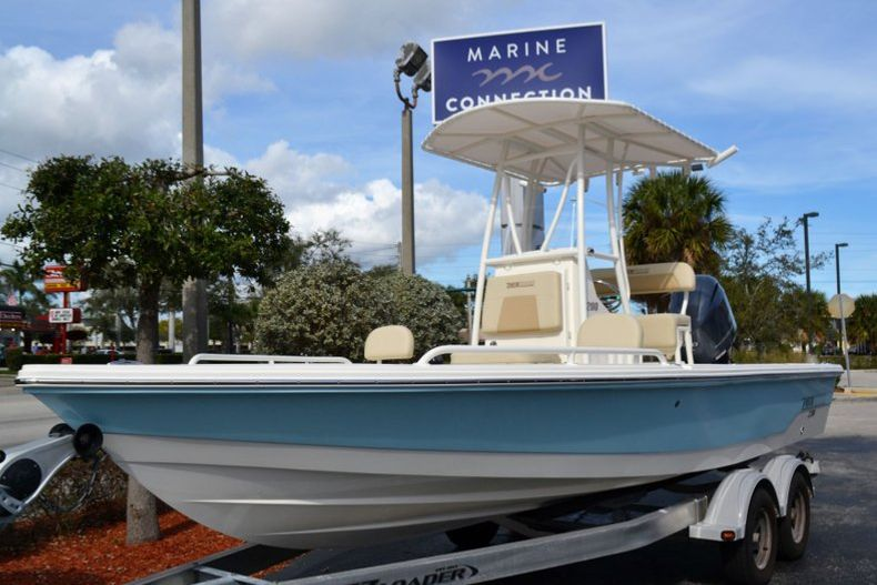 Thumbnail 1 for New 2019 Pathfinder 2200 TRS Bay Boat boat for sale in Vero Beach, FL
