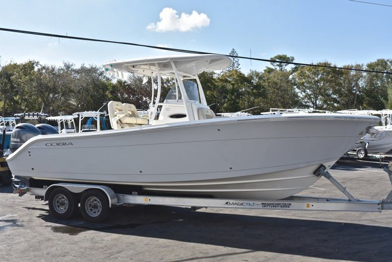 Thumbnail 7 for New 2019 Cobia 261 Center Console boat for sale in Miami, FL