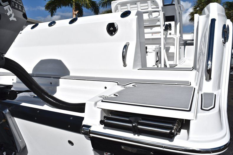 Thumbnail 10 for New 2019 Blackfin 242CC Center Console boat for sale in Fort Lauderdale, FL