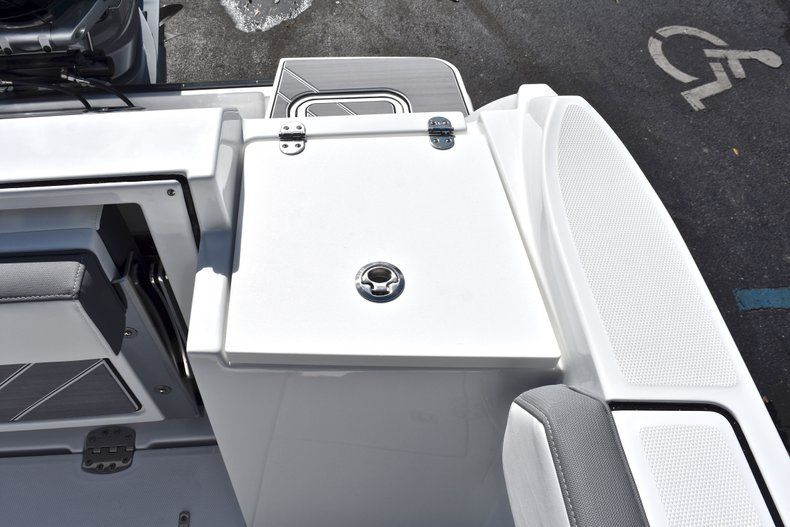 Thumbnail 21 for New 2019 Blackfin 242CC Center Console boat for sale in Fort Lauderdale, FL