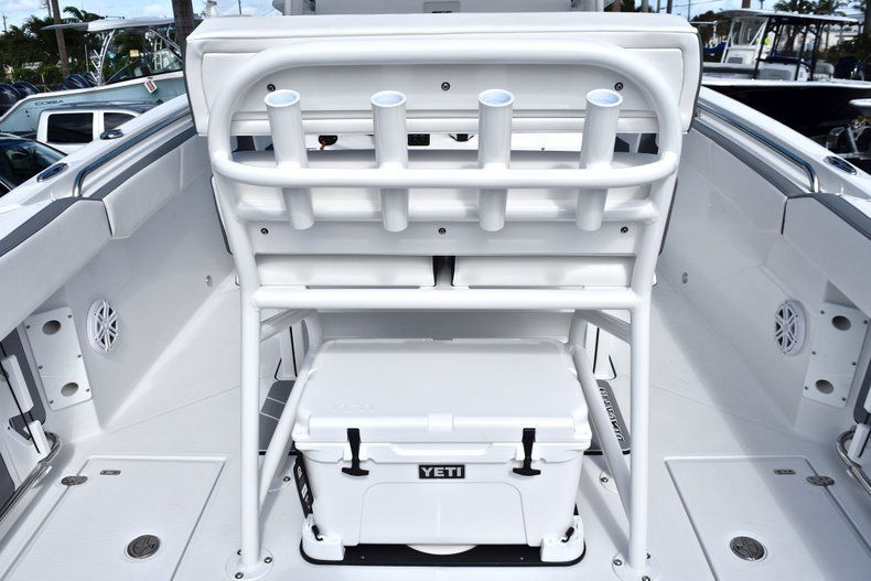 Thumbnail 29 for New 2019 Blackfin 242CC Center Console boat for sale in Fort Lauderdale, FL