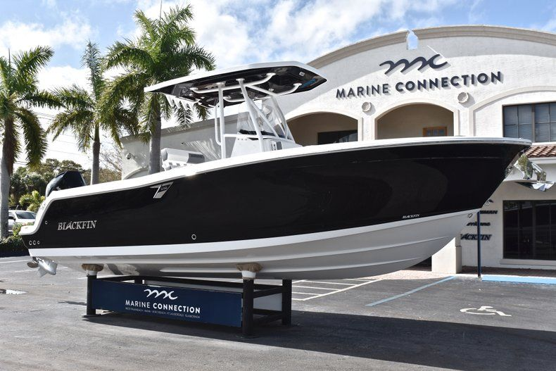 Thumbnail 1 for New 2019 Blackfin 242CC Center Console boat for sale in Fort Lauderdale, FL