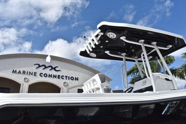 Thumbnail 9 for New 2019 Blackfin 242CC Center Console boat for sale in Fort Lauderdale, FL