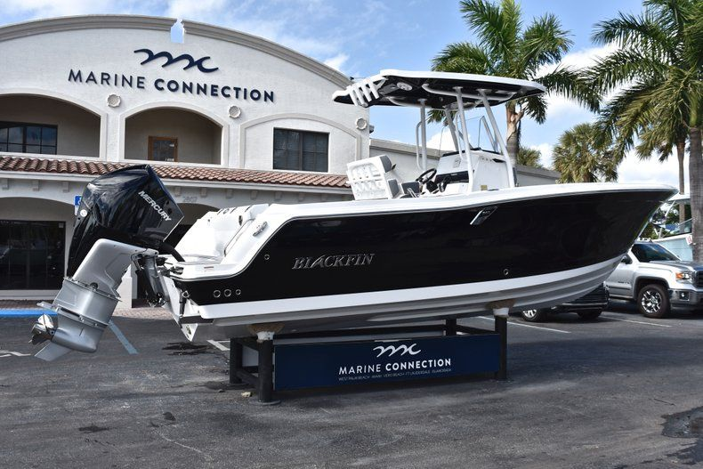 Thumbnail 8 for New 2019 Blackfin 242CC Center Console boat for sale in Fort Lauderdale, FL