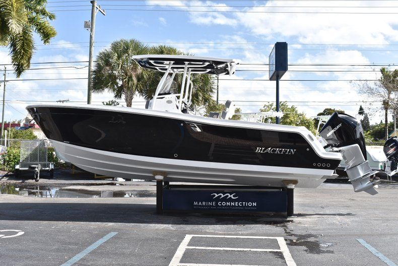 Thumbnail 5 for New 2019 Blackfin 242CC Center Console boat for sale in Fort Lauderdale, FL