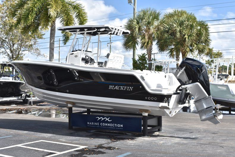 Thumbnail 6 for New 2019 Blackfin 242CC Center Console boat for sale in Fort Lauderdale, FL