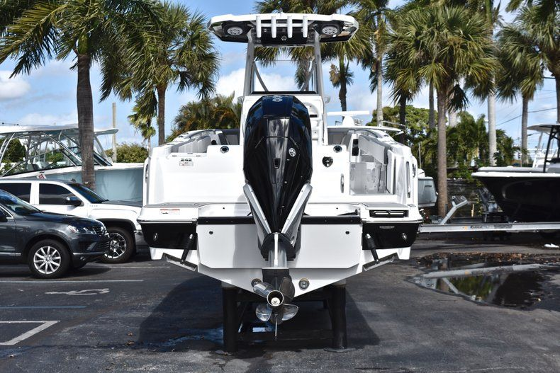 Thumbnail 7 for New 2019 Blackfin 242CC Center Console boat for sale in Fort Lauderdale, FL