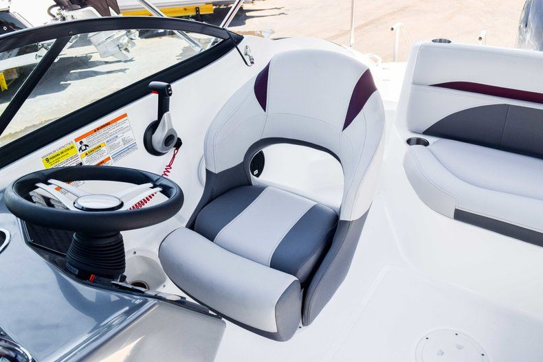 Thumbnail 15 for New 2019 Hurricane SunDeck SD 2000 OB boat for sale in West Palm Beach, FL