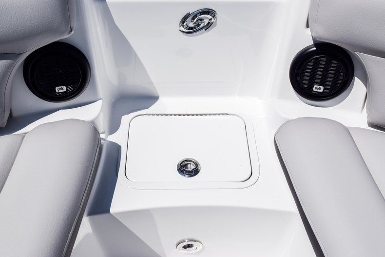 Thumbnail 34 for New 2019 Hurricane SunDeck SD 2000 OB boat for sale in West Palm Beach, FL