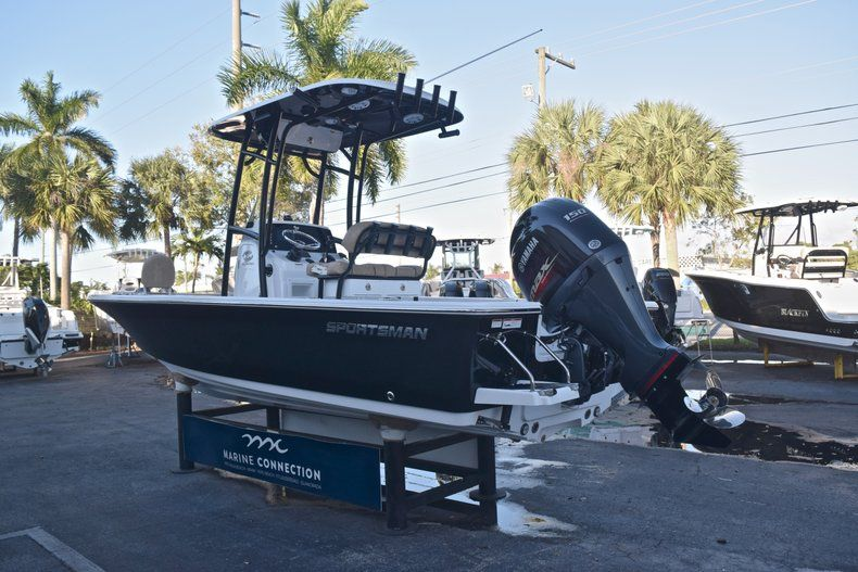 Thumbnail 5 for New 2019 Sportsman Masters 227 Bay Boat boat for sale in Miami, FL