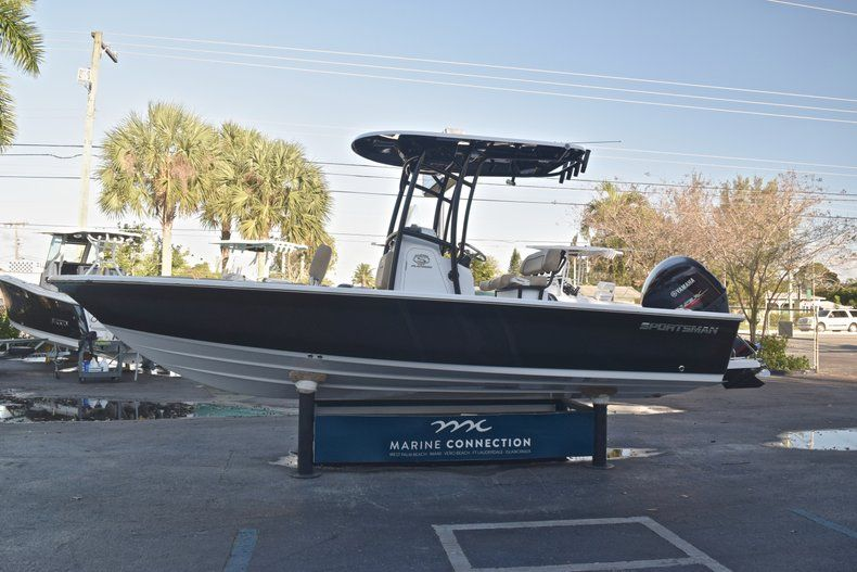 Thumbnail 4 for New 2019 Sportsman Masters 227 Bay Boat boat for sale in Miami, FL