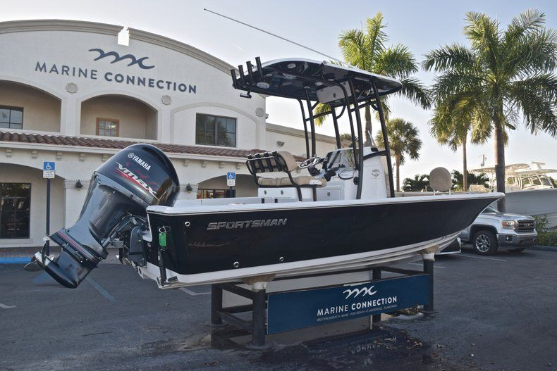 Thumbnail 7 for New 2019 Sportsman Masters 227 Bay Boat boat for sale in Miami, FL