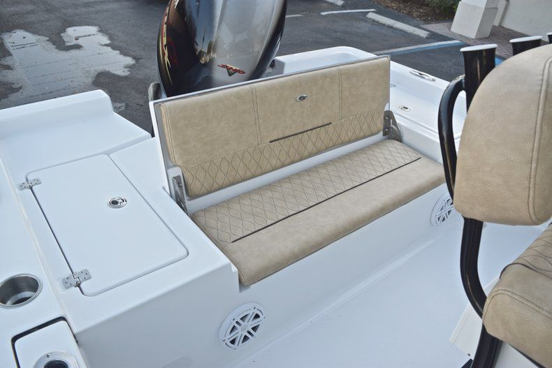 Thumbnail 20 for New 2019 Sportsman Masters 227 Bay Boat boat for sale in Miami, FL
