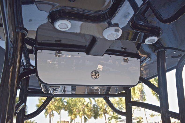 Thumbnail 33 for New 2019 Sportsman Masters 227 Bay Boat boat for sale in Miami, FL