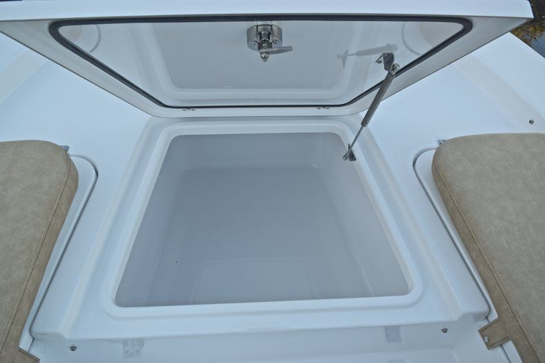 Thumbnail 50 for New 2019 Sportsman Masters 227 Bay Boat boat for sale in Miami, FL
