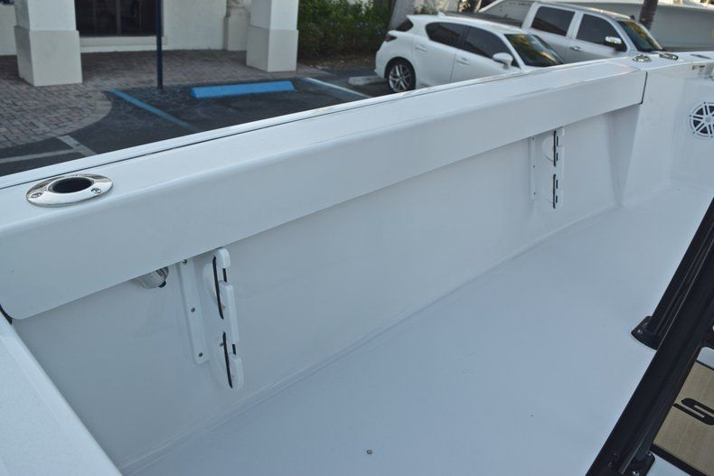 Thumbnail 18 for New 2019 Sportsman Masters 227 Bay Boat boat for sale in Miami, FL
