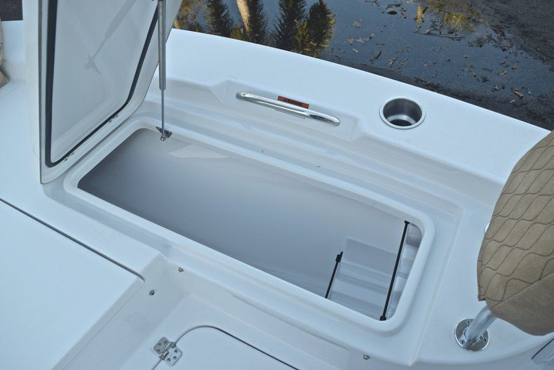 Thumbnail 48 for New 2019 Sportsman Masters 227 Bay Boat boat for sale in Miami, FL