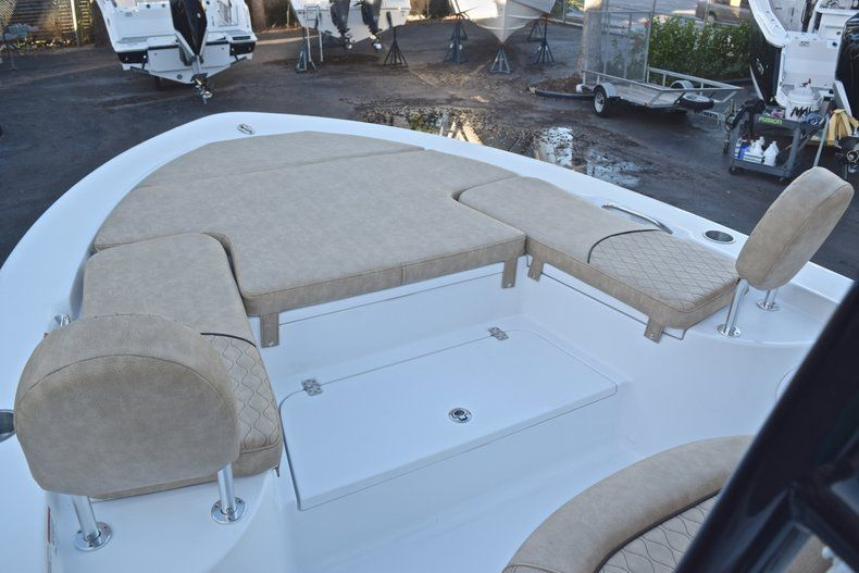 Thumbnail 44 for New 2019 Sportsman Masters 227 Bay Boat boat for sale in Miami, FL