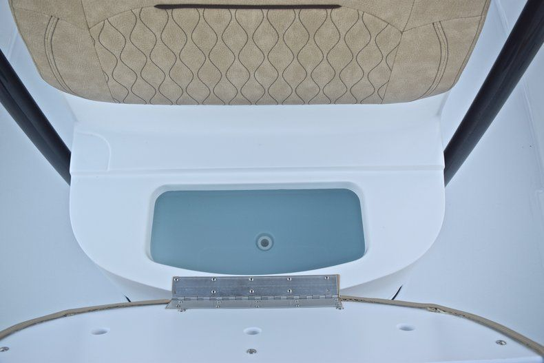 Thumbnail 57 for New 2019 Sportsman Masters 227 Bay Boat boat for sale in Miami, FL