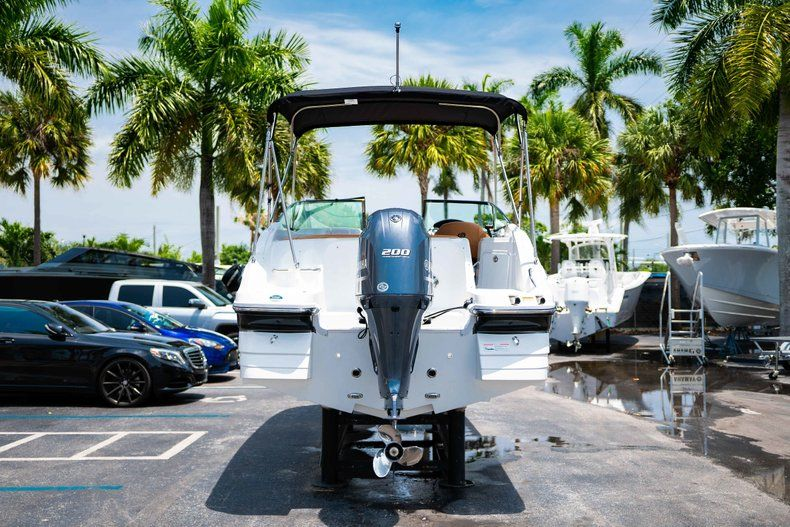 Thumbnail 6 for New 2019 Hurricane SunDeck SD 2200 OB boat for sale in West Palm Beach, FL