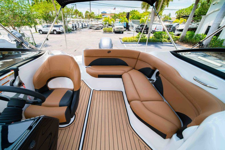 Thumbnail 12 for New 2019 Hurricane SunDeck SD 2200 OB boat for sale in West Palm Beach, FL