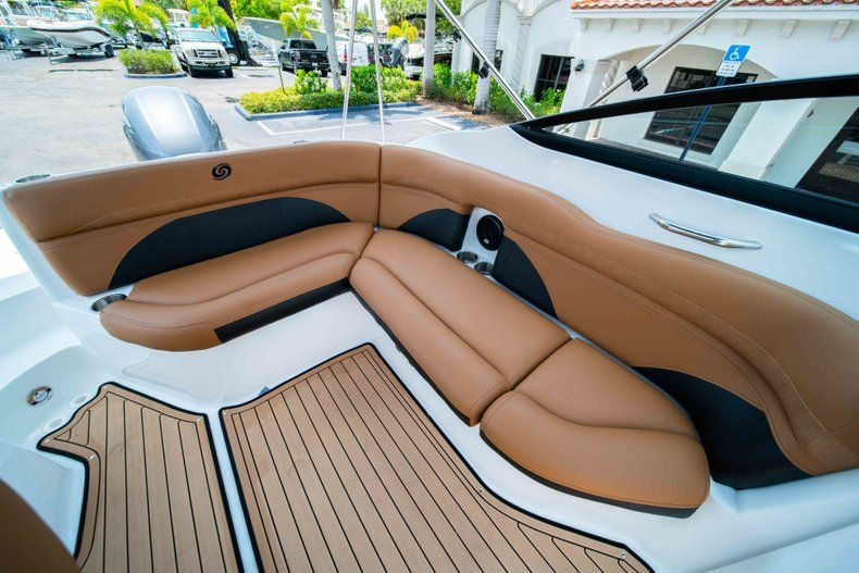 Thumbnail 14 for New 2019 Hurricane SunDeck SD 2200 OB boat for sale in West Palm Beach, FL