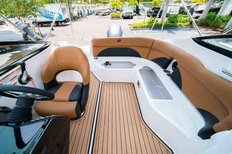Thumbnail 13 for New 2019 Hurricane SunDeck SD 2200 OB boat for sale in West Palm Beach, FL