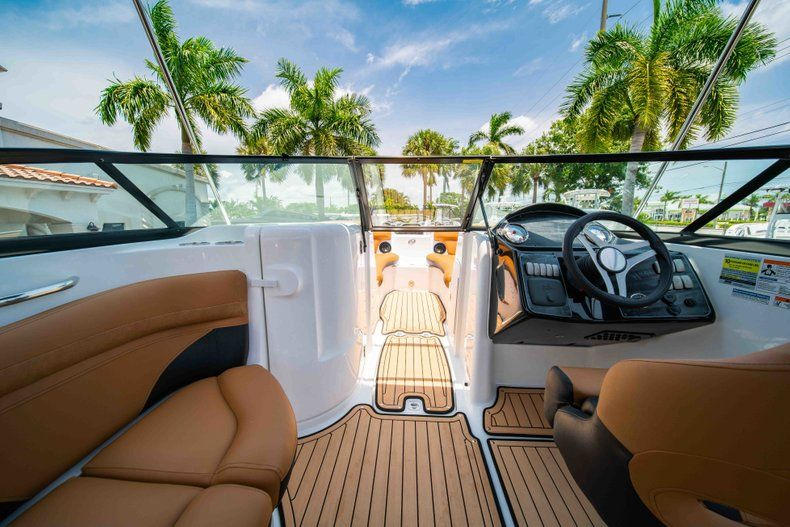 Thumbnail 20 for New 2019 Hurricane SunDeck SD 2200 OB boat for sale in West Palm Beach, FL